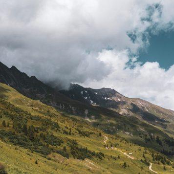 Bild mit Bergen und Wolken II Moodylook